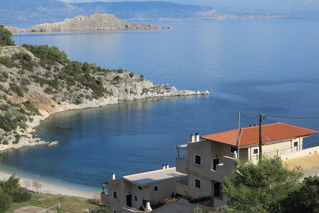 Где лучше покупать недвижимость в греции или испании